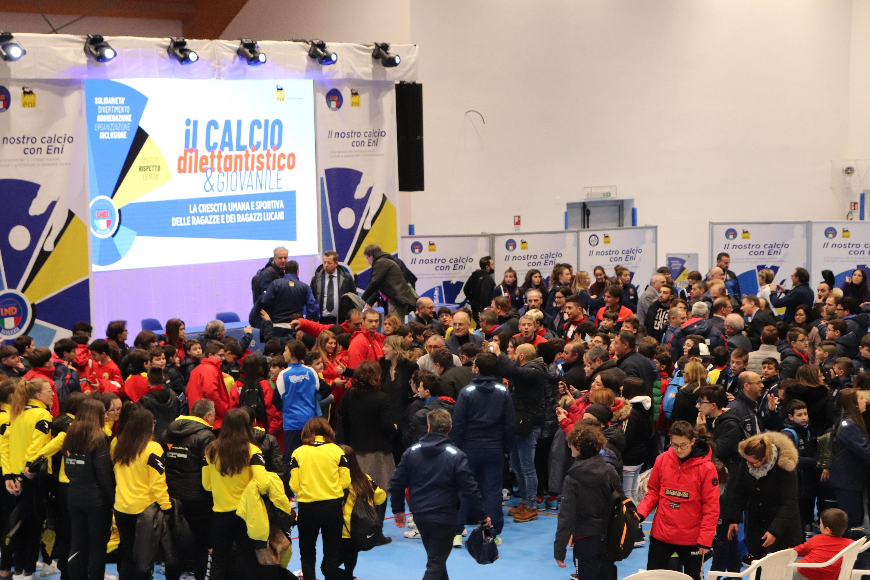 Grande partecipazione di ragazzi e ragazze all'evento con  il CT Milena Bertolini